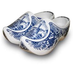 memories of Holland Blue And White China, Love Blue, Blue China, Red White Blue, Color Blue, Dutch Wooden Shoes, Clogs, Glass Shoes, Country Blue