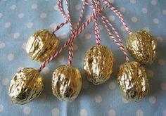 weihnachtsbaumschmuck deko ideen walnüsse gold