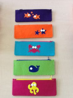 Under the sea pencil cases Cute Crafts, Craft Stick Crafts, Felt Crafts, Felt Phone Cases, Felt Case, Diy Crafts Pencil Case, Fete Ideas, Felt Kids, Blessing Bags