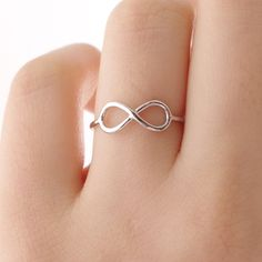 I want this infinity ring! Incorporating the infinity symbol in your wedding ring(s). Cute Jewelry, Hair Jewelry, Jewelry Box, Unique Jewelry, Jewelery, Jewelry Accessories, Fashion Jewelry, Infinity Jewelry, Infinity Rings