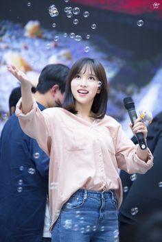 Twice-Mina 180429 Fansign Event Kpop Girl Groups, Korean Girl Groups, Kpop Girls, Extended Play, Nayeon, Soft Grunge Hair, Sana Momo, Myoui Mina, Japanese American