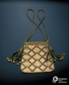 Canvas handbag embroidered with green wool in a chevron pattern and embellished with vertical bars of white and gilt beads, Great Britain, 1830s.  Courtesy Victoria and Albert Museum, CC BY.