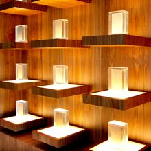 Estanterías expositoras para las oficinas de Losán diseñadas por MAS·arquitectura Shelves, Candles, Home Decor, The Office, Offices, Architects, Shelving, Decoration Home, Room Decor