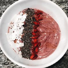 Sunday morning breakfast 😋 // who else loves açaí bowls? Morning Breakfast, Sunday Morning, Acai Bowl, Bowls, Food, Morning Coffee, Acai Berry Bowl, Serving Bowls, Eten