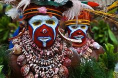 Colourfully dressed and face painted local tribes celebrating the traditional Sing Sing, Enga, Highlands of Papua New Guinea, Pacific ...