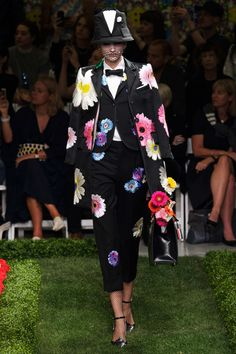 @pinlovinblog | TRENDING:  Floral v Floral  | check out the blog | www.pinlovin.com #floral #ThomBrowne #fashionshow