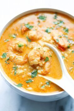 Soupe thailandaise aux crevettes et lait de coco - Recettes - Recettes simples et géniales! - Ma Fourchette - Délicieuses recettes de cuisine, astuces culinaires et plus encore!