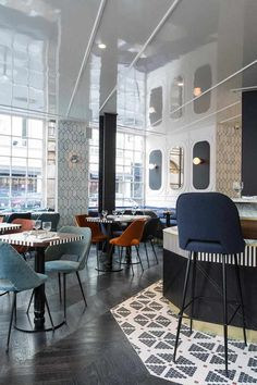 Inside the Hotel Panache, Paris: The restaurant continues the themes of geometric shapes and New York design with dark parquetry flooring and exposed metal chairs. Bar Interior Design, Cafe Interior, Cafe Design, Design Hotel, French Interior, Luxury Interior, Design Design, Design Ideas, Hotel Panache Paris