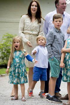 princesse Mary, prince Frederik avec le prince Christian la princesse Isabella la princesse Joséphine et le prince Vincent