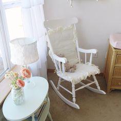 Vintage Rocking Chair in a Baby Girl Nursery Chic Nursery, Vintage Nursery, Girl Nursery, Nursery Room, Nursery Ideas, Baby Boy Rooms, Little Girl Rooms, Vintage Rocking Chair, Rocking Chairs