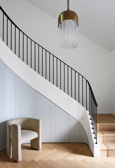 16 Unique Modern Staircase Design Ideas For Your Dream House Staircase Railings, Curved Staircase, Modern Staircase, Stairways, Spiral Staircases, Staircase Makeover, Staircase Ideas, Stair Idea, External Staircase