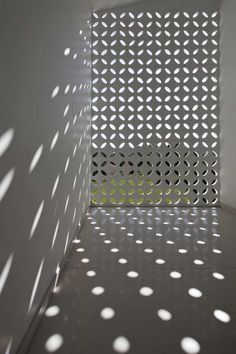 The unexpected geometry of light - Binh Duong School / Vo Trong Nghia Shunri Nishizawa Daisuke Sanuki Grey Interior Design, Interior Exterior, Light Architecture, Interior Architecture, Installation Architecture, Lumiere Photo, Breeze Block Wall, Concrete Blocks, Light And Shadow