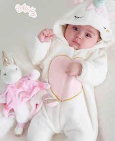 Cute and cuddly 😍 Cute Baby Boy Photos, Cute Little Baby Girl, Baby Girl Images, Cute Baby Videos, Baby Boy Pictures, Baby Kind, Cute Babies Photography, Urban Photography, Cute Baby Wallpaper