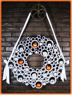 I know the holiday season is over, but I saw this and had to share.  Very cool & different looking Christmas wreath.