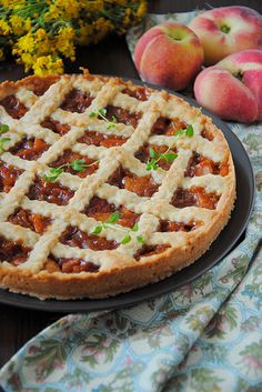 Pie with peaches and thyme