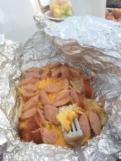 Shredded potatoes, shredded cheese, chopped Hillshire Farm Beef Smoked Sausage, chopped onion, salt and pepper. Wrap securely in tin foil and throw on a campfire grill. Cook for about 20 min depending on your fire. The bottom comes Foil Packet Meals, Foil Packets, Chorizo, Camping Meals, Camping Hacks, Camping Dishes, Camping Packing, Backpacking Meals, Camping Supplies