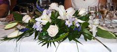 arreglo floral lilium oriental blanco, rosa blanca védela, verónicas, fressia malva. decoración boda. centros de flores. wedding