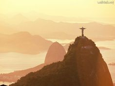 Corcovado Rio de Janeiro, Corcovado and Sugar Loaf Tours The Ocean, Beautiful Places To Visit, Places To See, Amazing Places, World Puzzle, Christ The Redeemer, Savior, Famous Places, Adventure Travel