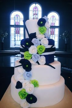 Navy, green, light blue wedding cake