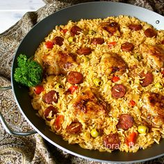 arroz con pollo y chorizo - I would make without the olives - but that is just me Asian Recipes, Mexican Food Recipes, Dinner Recipes, Ethnic Recipes, Filipino Recipes, Filipino Dishes, Filipino Food, Mexican Dishes, Turkey Recipes