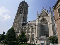 MALINAS-MECHELEN: San Romualdo (St-Romboutskathedraal) desde Steenweg
