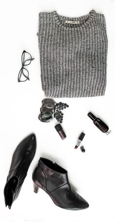 A simple clean look for a perfect day in fall // grey sweater // ankle Boots // Aromatics in Black