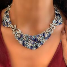 Look at these diamond necklaces. High Jewelry, Modern Jewelry, Vintage Jewelry, Jewelry Sets, Necklace Box, Stone Necklace, Necklace Ideas, Sapphire Birthstone, Quartz Crystal Necklace