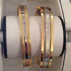 Plain Gold Bangles, Solid Gold Bangle, Mens Gold Bracelets, Gold Bangles Design, Gold Earrings Designs, Gold Jewellery Design, Gold Jewelry, Stylish Jewelry, Womens Jewelry Rings