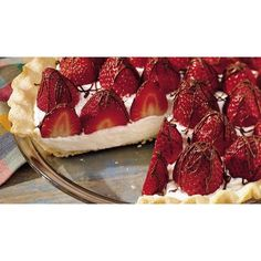 Strawberries and Cream Pie ❤ liked on Polyvore featuring food, pictures en backgrounds