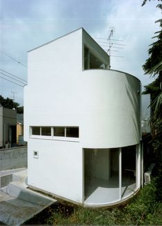 MODERN - Corner less Home in Japan by Jun Yashiki & Associates in architecture Category Houses Architecture, Bauhaus Architecture, Architecture Courtyard, Monumental Architecture, Architecture Panel, Residential Architecture, Amazing Architecture, Contemporary Architecture, Architecture Details