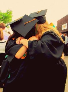 Don't forget graduation photo ops - like this one - best friends hugging one another after the ceremony #graduation