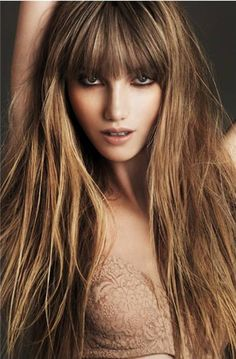 caramel hair color with honey blonde highlights photo - 1 Long Hair With Bangs, Long Hair Cuts, Long Hair Styles, Hair Bangs, Full Bangs, Straight Bangs, Messy Bangs, Curls Hair, Messy Hair