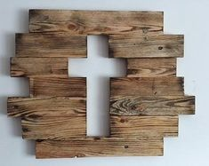 Pin by Decor Selbermachen on DIY Deko Holz Wooden Crosses, Crosses Decor, Wall Crosses, Wooden Projects, Woodworking Projects Diy, Wooden Crafts, Cross Wall Decor, Cross Wall Art, Cross Crafts
