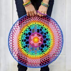 Petal Power Mandala - free crochet pattern with chart by Alia Bland at The Little Bee. Crochet Dreamcatcher Pattern Free, Crochet Mandala Pattern, Crochet Circles, Doily Patterns, Crochet Doilies, Crochet Patterns, Blog Crochet, Crochet Home, Crochet Crafts