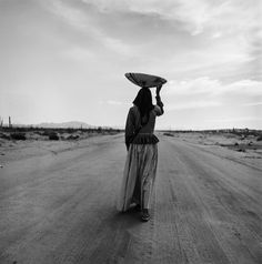 Graciela Iturbide, Seri Woman, Sonora desert, 1979, gelatin silver print, 23 x 19 cm. Courtesy: © Graciela Iturbide