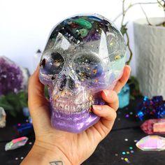 Orgonite® - Crystal Skull - One of a Kind - Orgone Generator® - EMF Protection - Psychic - Crystals - Kawaii - Handmade - Gift - HoodXHippie Skull Decor, Skull Art, Crystals And Gemstones, Stones And Crystals, Black Crystals, Skull Pictures, Diy Resin Crafts, Crystal Skull, Kawaii