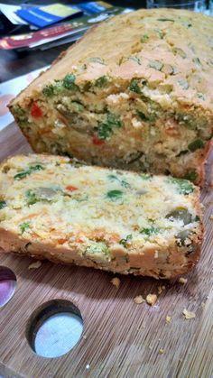 Ingredientes - Massa(Massa suficiente para uma forma de bolo inglês)2 ovos2 xícaras de farinha de arroz1/2 xícara de óleo1/2 xícara de água1 colher de fermento em póSal a gostoRecheio1 cenoura rala...