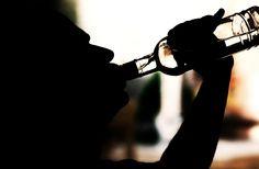 Il consumo di alcolici può incidere notevolmente sul russamento, provocando un maggior rilassamento dei tessuti interni alla gola ed alle narici.