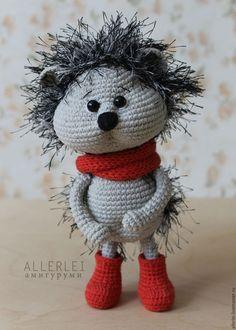 Викторина-онлайн. Угадай руку мастера. 12. Просто ёж Crochet Hedgehog, Cute Hedgehog, Amigurumi Doll, Amigurumi Patterns, Crochet Patterns, Pet Toys, Baby Toys, Eco Friendly Toys, Unique Toys