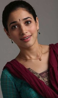 Tollywood actresses can be spotted wearing no makeup as well on an ordinary day out. Here's an insight into some pictures of Tamanna Bhatia without makeup. Indian Film Actress, Old Actress, Beautiful Indian Actress, Beautiful Actresses, Indian Actresses, South Actress, Beautiful Women, Tamanna Hot Images, Cute Girl Hd Wallpaper