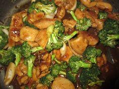 2 cups broccoli flowerets   1 pound boneless skinless chicken breast, cut into 1-inch pieces   2 teaspoons cornstarch   2 teaspoons fin...
