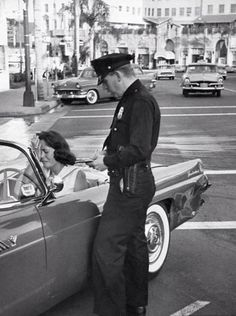 A policeman, a woman crying, and crunched 1955 Thunderbird, rear driver's side; June, 1958 in Los Angeles. Ford Thunderbird, Old Pictures, Old Photos, Vintage Photographs, Vintage Photos, Retro, Fender Bender, Nostalgia, Photos Originales