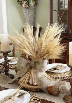 Top 8 fall wedding decoration ideas - save on crafts Diy Thanksgiving Centerpieces, Thanksgiving Table Settings, Thanksgiving Tablescapes, Hosting Thanksgiving, Family Thanksgiving, Thanksgiving Activities, Fall Family, Thanksgiving Crafts, Fall Wedding Decorations