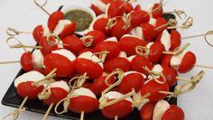 salada caprese no palito - Pesquisa Google Salada Caprese, Cherry, Fruit, Food, Salads, Essen, Meals, Prunus, Yemek