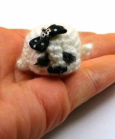 Larris handmade jewellery: Little croched seal for adoptions