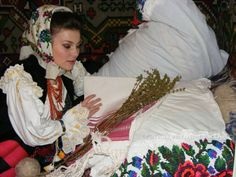 Traditii de Sfantul Andrei | Mireasa Buclucasa Folklore, Ten, Crown, Boho, Jewelry, Fashion, Jewellery Making, Moda, Corona