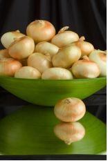 Storing Vidalia Onions - buy a bag at end of season - if stored correctly, should get you through the holidays Vidalia Onion Recipes, Vidalia Onions, Cooking Tips, Cooking Recipes, Different Recipes, Food Preparation, Veggie Recipes, Food Hacks, Healthy Eating