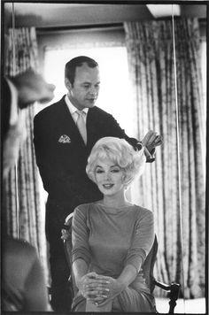 Marilyn Monroe with her hairdresser, Kenneth, at her 57th Street apartment.    Photo by Eve Arnold, 1961.