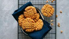 Πανεύκολη μους λεμόνι με γιαούρτι και μπισκότα -Το δροσερό επιδόρπιο που φτιάχνεται στο λεπτό | BOVARY Keto Cookies, Cookies Sans Gluten, Keto Peanut Butter Cookies, Three Ingredient Recipes, 3 Ingredient Cookies, Keks Dessert, Oatmeal Cookie Bars, National Cookie Day, Comfort Food