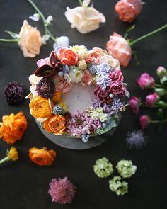 "10 Likes, 1 Comments - 청담 수케이크 (atelier soo) (@soocake_ully) on Instagram: ""ㅡ Erotic.  Soo  밝고 명랑한 에로틱 ✨ Soocake. ㅡ  #flower #cake #flowercake #partycake #birthday…"""